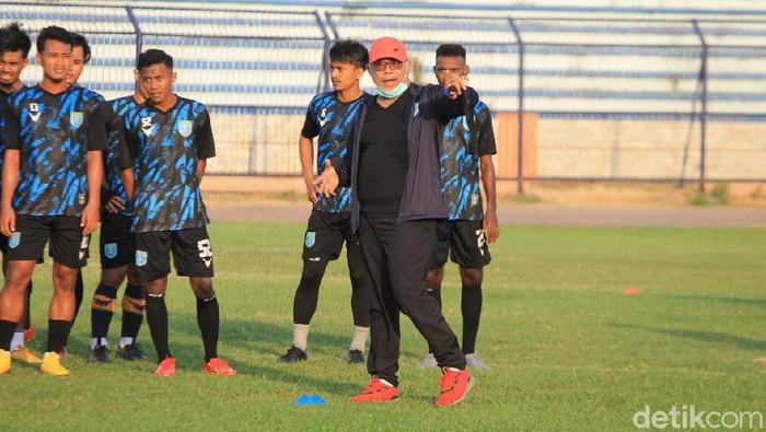 Persela Lamongan diungkap Iwan Setiawan akan menjajal Madura United.