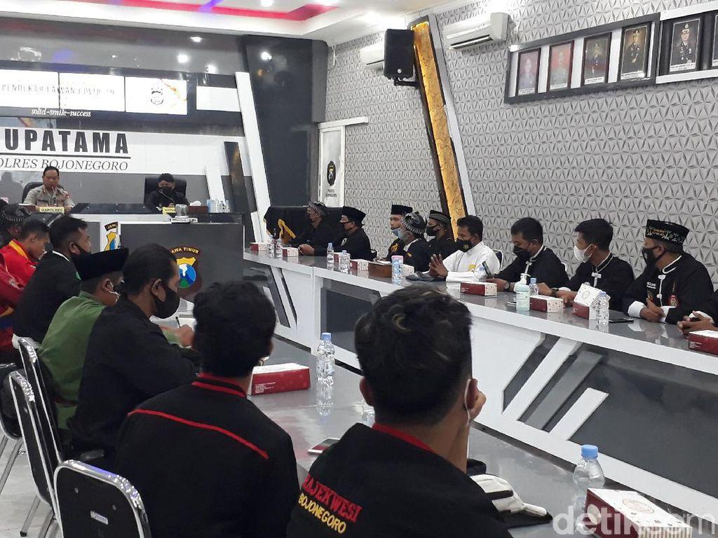 Polisi Gandeng Pendekar Lawan COVID-19 di Bojonegoro