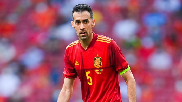 MADRID, SPAIN - JUNE 04: Sergio Busquets of Spain looks on during the international friendly match between Spain and Portugal at Wanda Metropolitano stadium on June 04, 2021 in Madrid, Spain. (Photo by David Ramos/Getty Images)
