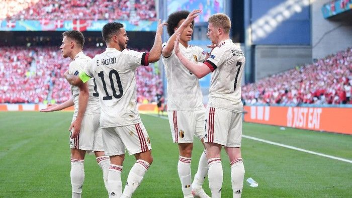 COPENHAGEN, DENMARK - JUNE 17: Kevin De Bruyne of Belgium celebrates with Eden Hazard and Axel Witsel after scoring their sides second goal during the UEFA Euro 2020 Championship Group B match between Denmark and Belgium at Parken Stadium on June 17, 2021 in Copenhagen, Denmark. (Photo by Stuart Franklin/Getty Images)