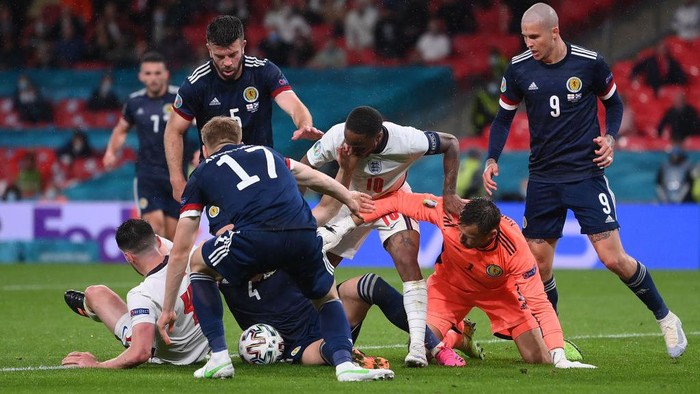 LONDON, ENGLAND - JUNE 18: Raheem Sterling of England battles for possession with David Marshall of Scotland during the UEFA Euro 2020 Championship Group D match between England and Scotland at Wembley Stadium on June 18, 2021 in London, England. (Photo by Laurence Griffiths/Getty Images)