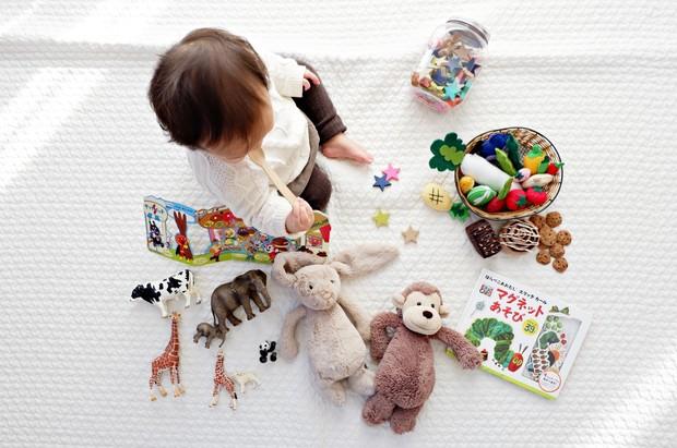 Anak dan mainan