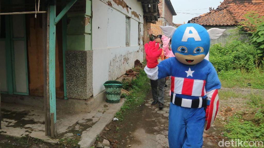 Captain America Turun Tangan Ajak Warga Kudus Vaksin