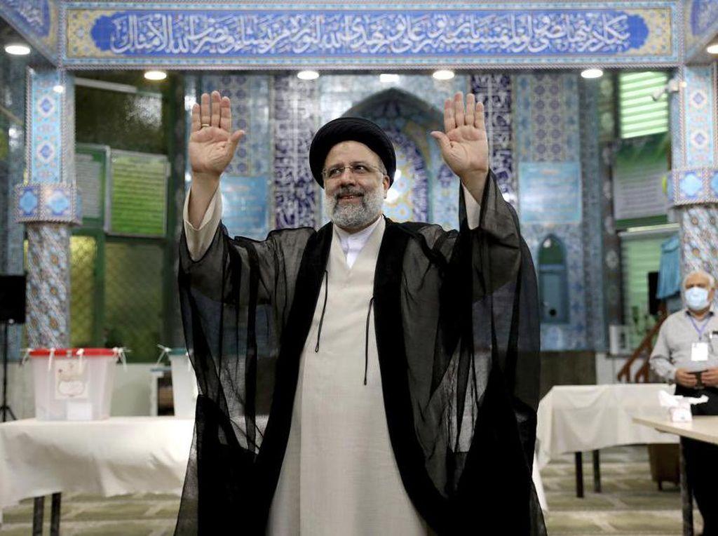 Ebrahim Raisi Diharapkan Bangkitkan Ekonomi Iran