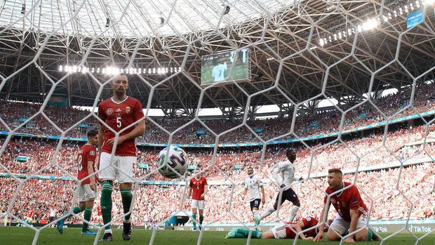BUDAPEST, HUNGARY - JUNE 19: Attila Fiola (L) and Willi Orban (R) of Hungary look dejected after the France first goal scored by Antoine Griezmann (Not pictured) during the UEFA Euro 2020 Championship Group F match between Hungary and France at Puskas Arena on June 19, 2021 in Budapest, Hungary. (Photo by Alex Pantling/Getty Images)