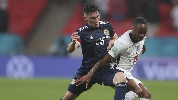 Scotland's Billy Gilmour, left, and England's Phil Foden vie for the ball during the Euro 2020 soccer championship group D match between England and Scotland at Wembley stadium in London, Friday, June 18, 2021. (Carl Recine/Pool Photo via AP)