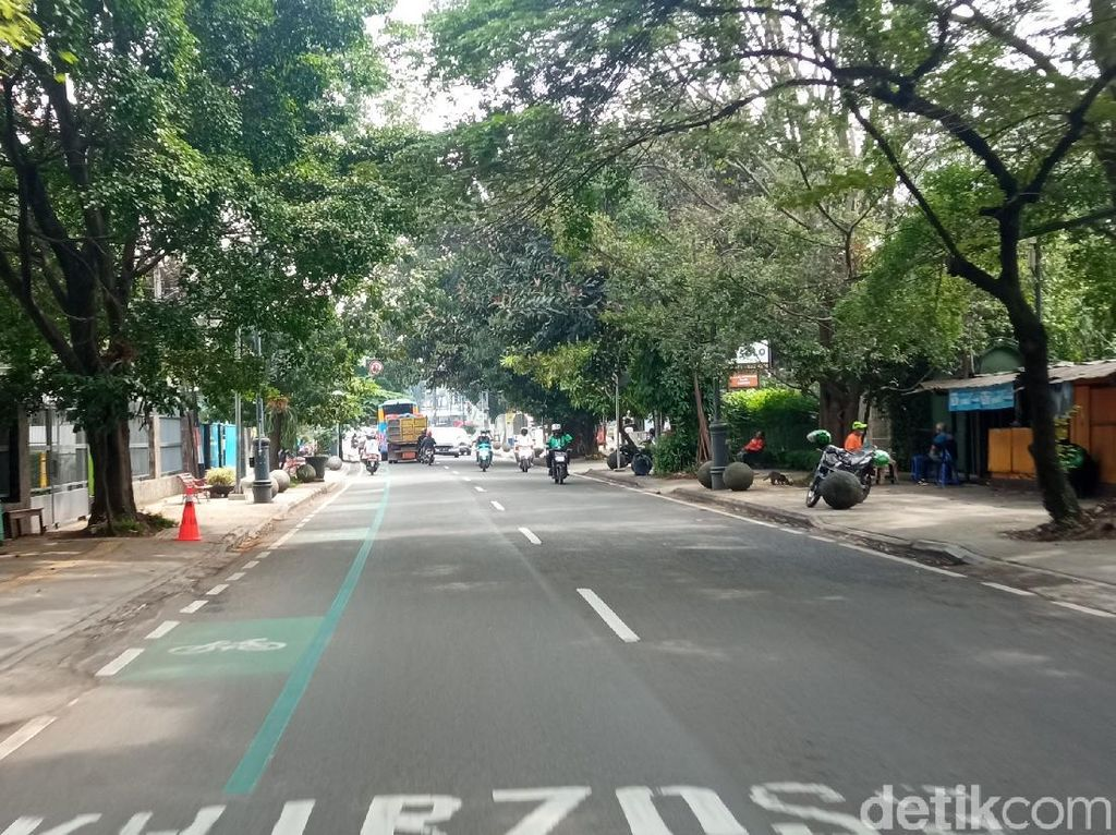 Wisatawan Dilarang Masuk Bandung Raya, Jalanan Pusat Kota Lengang