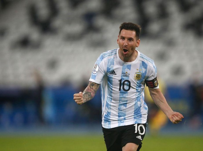 BRASILIA, BRAZIL - JUNE 18: Lionel Messi of Argentina looks on prior to a group A match between Argentina and Chile as part of Conmebol Copa America Brazil 2021 at Mane Garrincha Stadium on June 18, 2021 in Brasilia, Brazil. (Photo by Pedro Vilela/Getty Images)