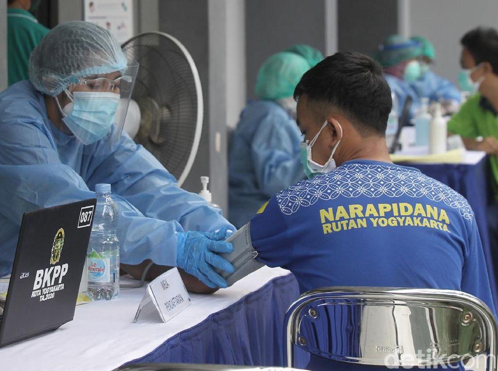 Momen Vaksinasi Perdana Warga Binaan di Rutan Yogyakarta
