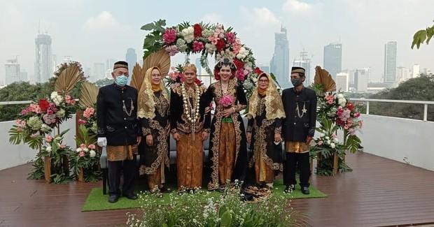 Pernikahan outdoor di daima-norwood hotel / sumber : instagram.com/daimanorwoodhotelmenteng