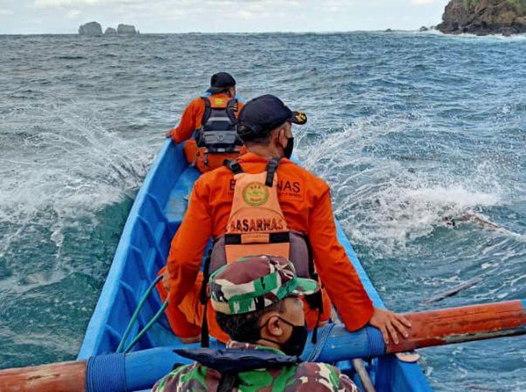 Dua Nelayan Hilang Tersapu Ombak di Teluk Prigi Trenggalek