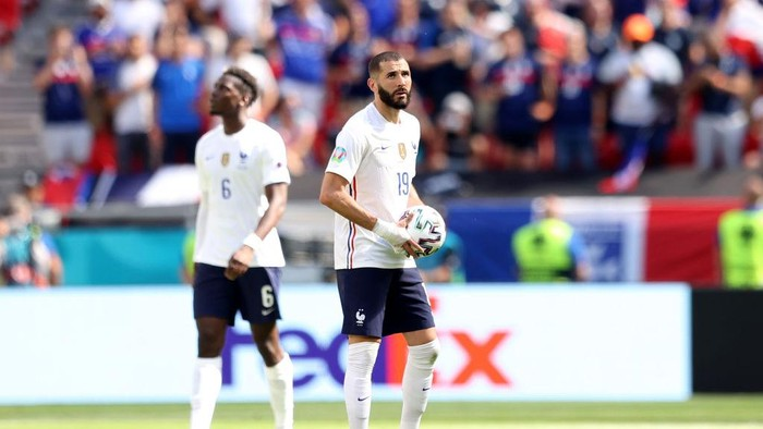 BUDAPEST, HUNGARY - JUNE 19: Karim Benzema of France looks dejected after Hungarys first goal scored by Attila Fiola (Not pictured) during the UEFA Euro 2020 Championship Group F match between Hungary and France at Puskas Arena on June 19, 2021 in Budapest, Hungary. (Photo by Alex Pantling/Getty Images)