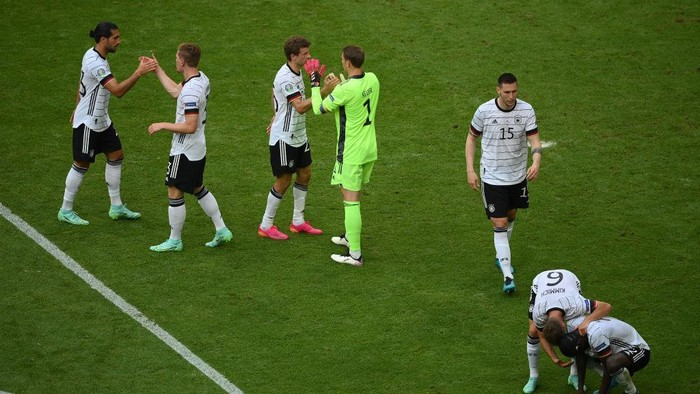 MUNICH, GERMANY - JUNE 19: Players of Germany interact following the UEFA Euro 2020 Championship Group F match between Portugal and Germany at Football Arena Munich on June 19, 2021 in Munich, Germany. (Photo by Matthias Hangst/Getty Images)