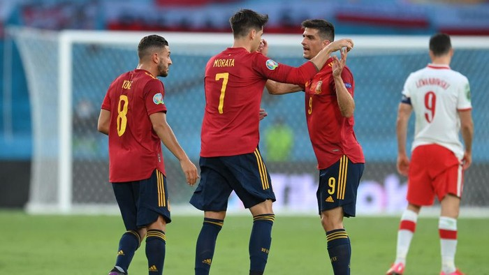 SEVILLE, SPAIN - JUNE 19: Alvaro Morata of Spain celebrates with Koke and Gerard Moreno after scoring their sides first goal during the UEFA Euro 2020 Championship Group E match between Spain and Poland at Estadio La Cartuja on June 19, 2021 in Seville, Spain. (Photo by David Ramos/Getty Images)