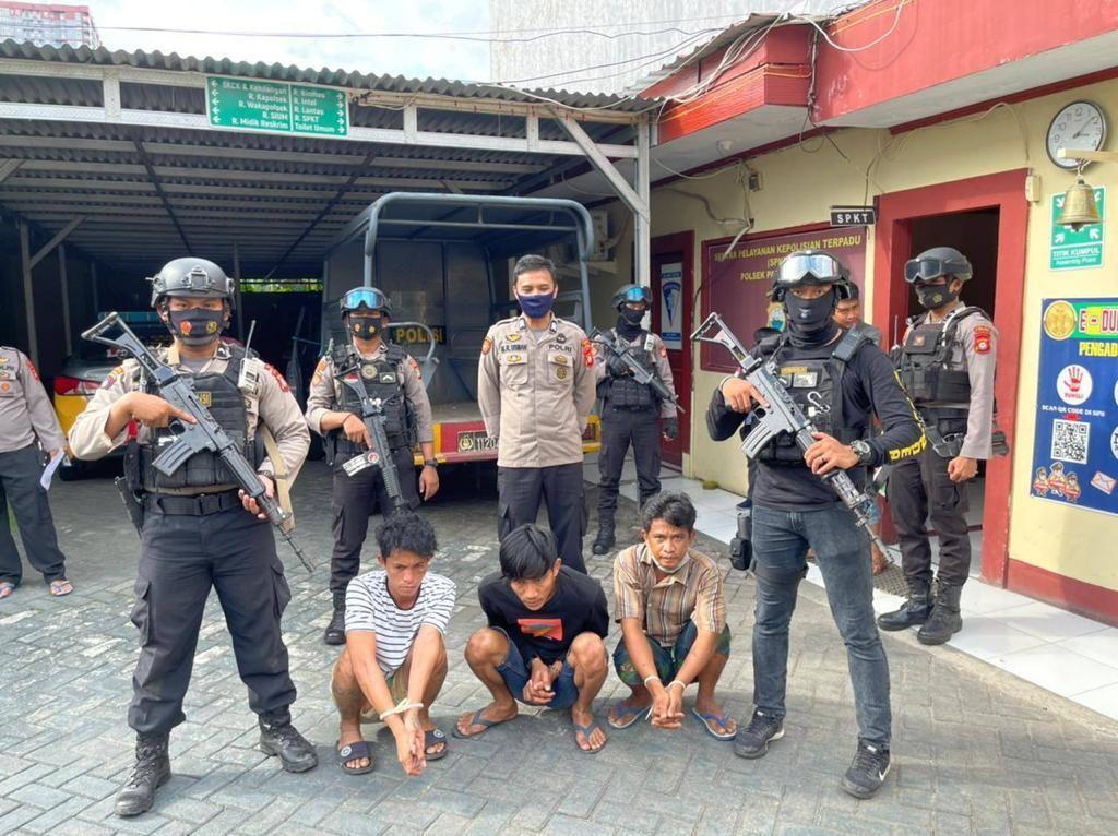 Kerap Palak Warga, 3 Preman Berkedok Polisi di Makassar Diringkus