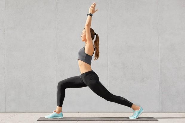 Rutin berolahraga untuk mengatasi burnout.