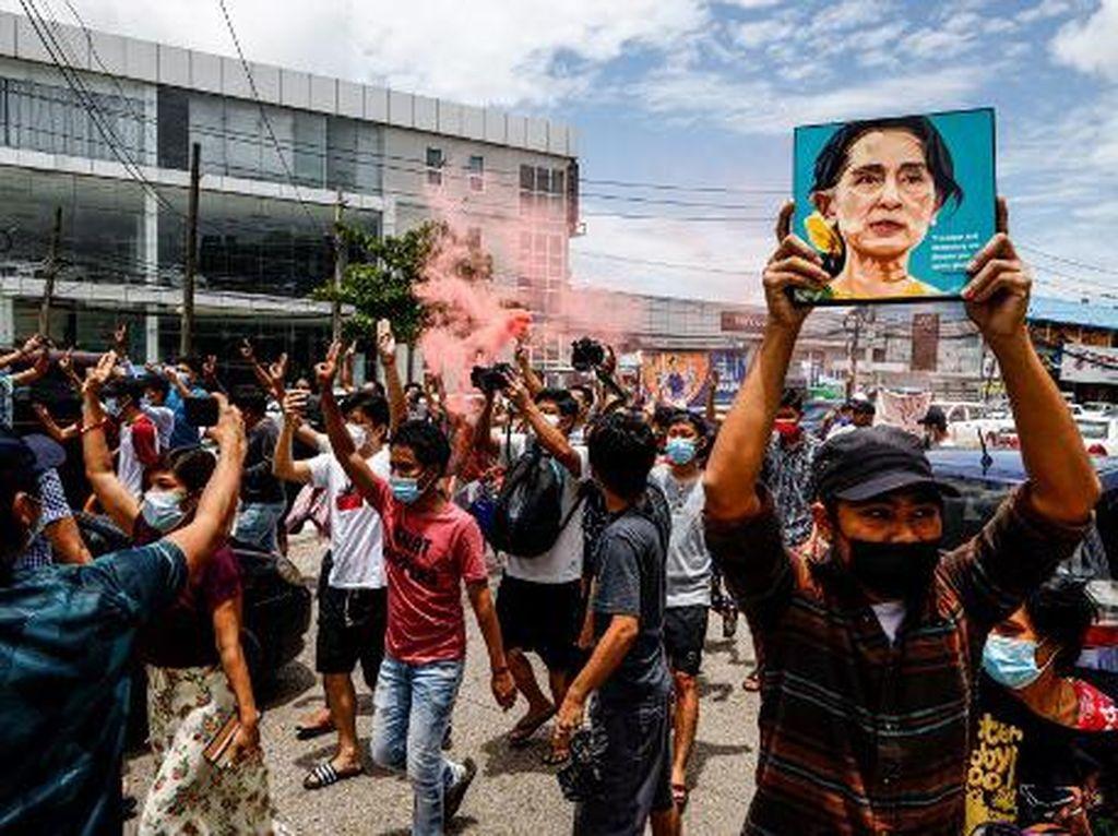 Militer Myanmar Bebaskan Ribuan Tahanan Anti Kudeta