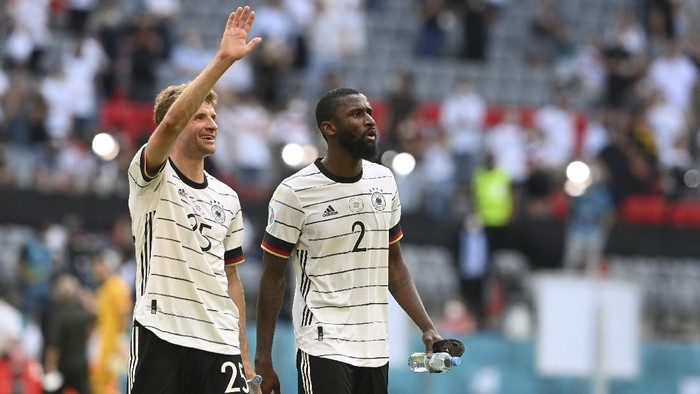 Germanys Thomas Mueller and Germanys Antonio Ruediger, right, celebrate after the Euro 2020 soccer championship group F match between Portugal and Germany at the football arena stadium in Munich, Saturday, June 19, 2021. Germany won the match 4-2. (Christof Stache/Pool via AP)