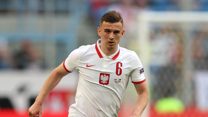 POZNAN, POLAND - JUNE 08: Kacper Kozlowski of Poland runs with the ball during the international friendly match between Poland and Iceland at Stadion Poznan on June 08, 2021 in Poznan, Poland. (Photo by Boris Streubel/Getty Images)