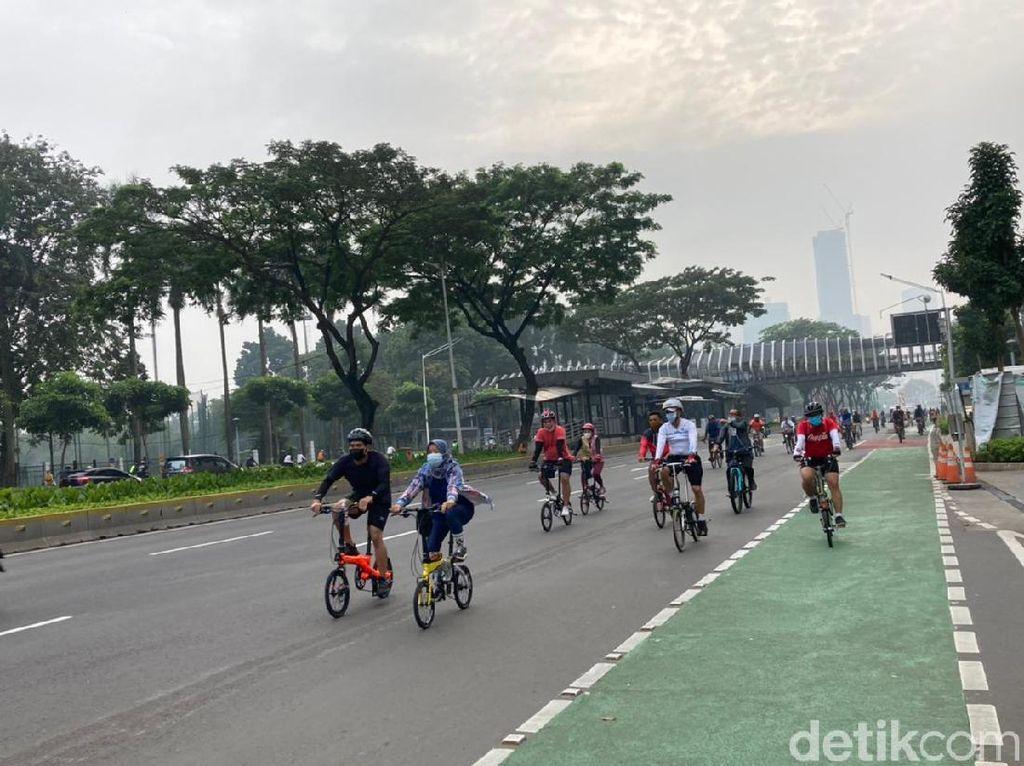 Banyak Sepeda Keluar Jalur Khusus di Jalan Sudirman-Thamrin Pagi Ini
