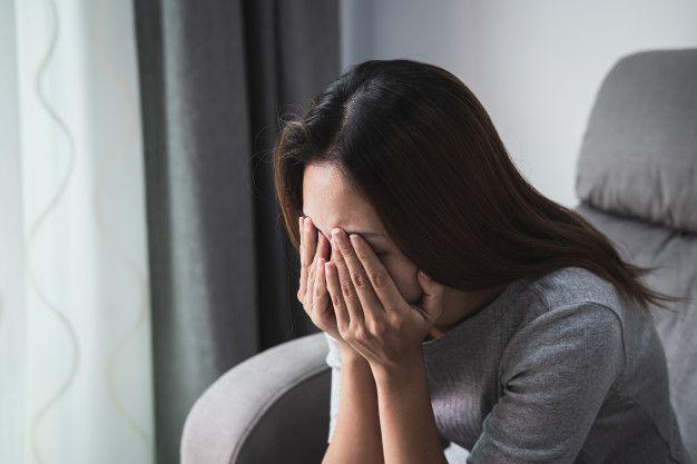 Kalau kamu mulai merasa seperti kamu tidak berharga atau tidak dicintai setelah putus cinta, itu menunjukkan patah hati kamu jadi lebih serius.