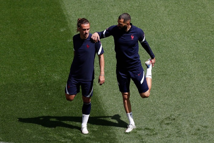 BUDAPEST, HUNGARY - JUNE 18: Antoine Griezmann and Karim Benzema of France stretch during the France Training Session ahead of the UEFA Euro 2020 Championship Group F match between Hungary and France at Puskas Arena on June 18, 2021 in Budapest, Hungary. (Photo by Laszlo Balogh - Pool/Getty Images)