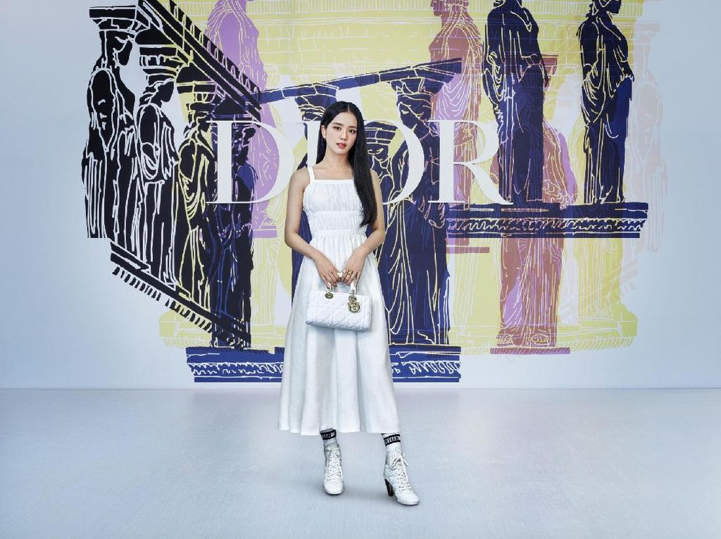 Cantiknya Jisoo dan Anya Taylor-Joy di Fashion Show Dior Cruise 2022