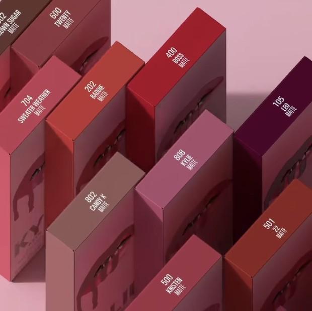 Beberapa varian warna Kylie Lip Kit terbaru dalam teaser.