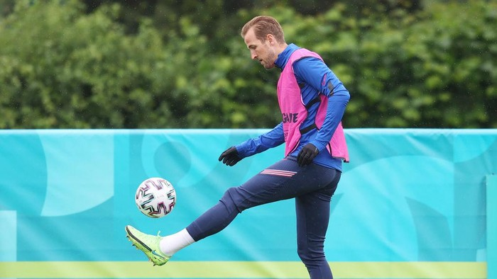 ENFIELD, ENGLAND - JUNE 21: Harry Kane of England trains during the England Training Session at Tottenham Hotspur Training Centre on June 21, 2021 in Enfield, England. (Photo by Catherine Ivill/Getty Images)