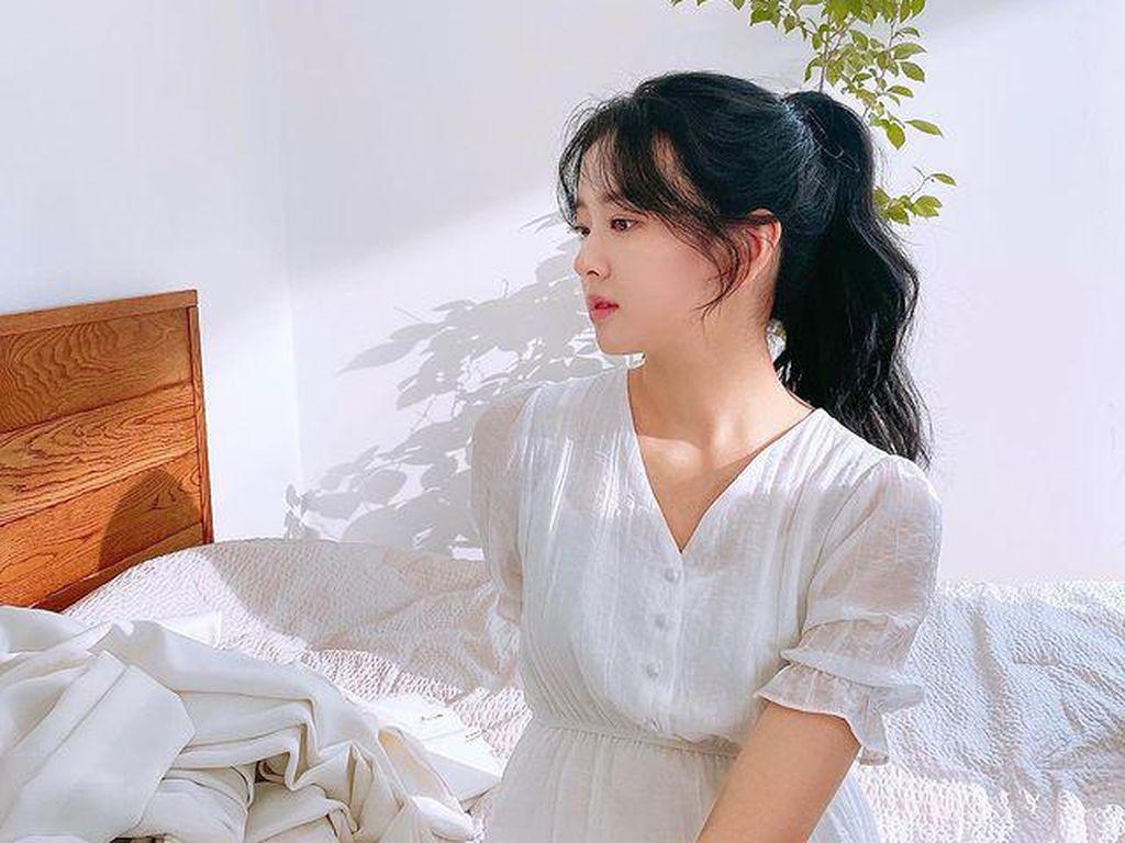Potret Hwang Bo Reum Byeol yang Gabung Kim Yo Han Main di School 2021