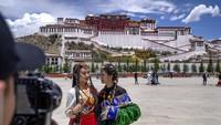 Dilema Istana Dalai Lama Saat Kebanjiran Turis China