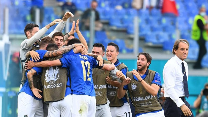 ROME, ITALY - JUNE 20: Matteo Pessina of Italy celebrates after scoring the opening goal during the UEFA Euro 2020 Championship Group A match between Italy and Wales at Olimpico Stadium on June 20, 2021 in Rome, Italy. (Photo by Claudio Villa/Getty Images)