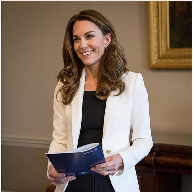 Wanita Kerajaan Inggris tidak boleh menggunakan makeup berlebih