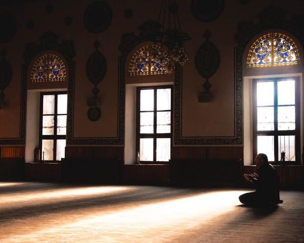 survei menunjukkan bahwa tempat ibadah menjadi tempat yang berisiko tinggi untuk penularan virus