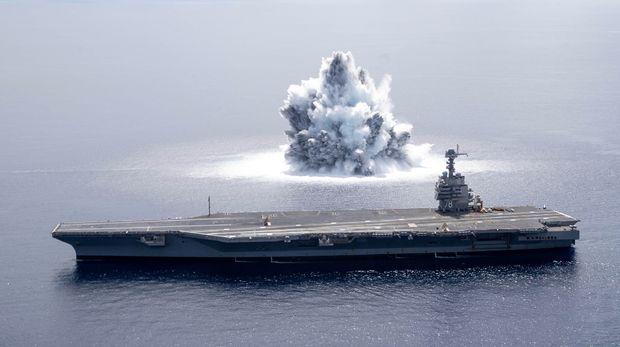 Ledakan pertama dari Full Ship Shock Trials!  (Twitter/@Warship78)