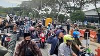 Tak Di-swab Antigen, Massa Demo Warga Madura Terobos Penyekatan di Suramadu