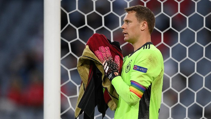 MUNICH, GERMANY - JUNE 15: Manuel Neuer of Germany reacts after Frances first goal, an own goal scored by team mate Mats Hummels (Not pictured) during the UEFA Euro 2020 Championship Group F match between France and Germany at Football Arena Munich on June 15, 2021 in Munich, Germany. (Photo by Matthias Hangst/Getty Images)