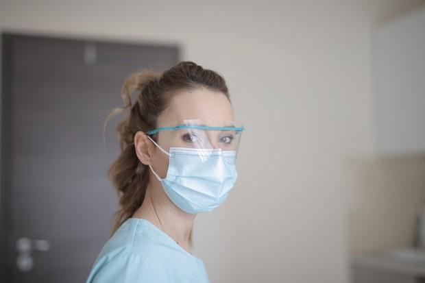 Masker adalah barang penting yang wajib digunakan kemanapun kita pergi, karena masker bisa menghalau kita dari percikan yang keluar dari mulut