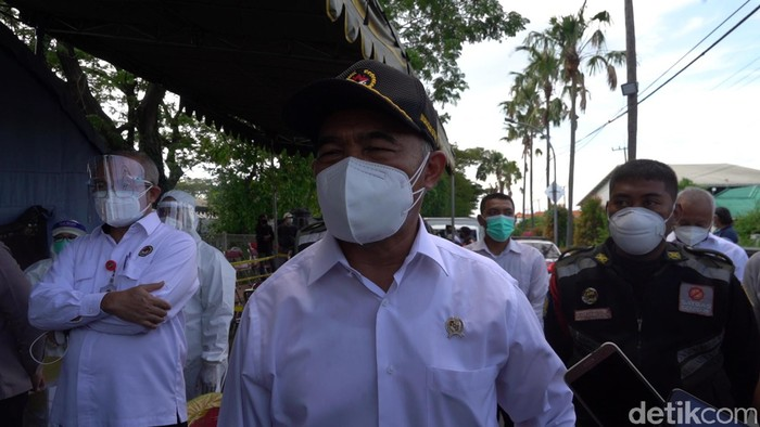 Ratusan warga Madura demo di Balai Kota Surabaya, meminta penyekatan Suramadu dihentikan. Namun menurut Menko PMK Muhadjir Effendy, penyekatan harus tetap dilakukan.