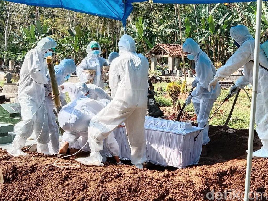 Potret Pemakaman Tokoh Seknas Jokowi di Purworejo
