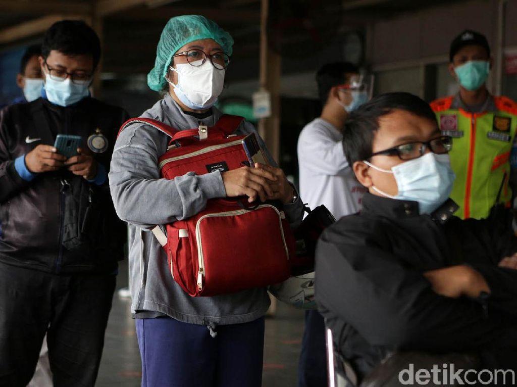 Kasus COVID-19 Makin Parah, Tes Acak di Stasiun KRL Terus Dilanjutkan