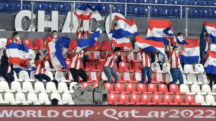 ASUNCION, PARAGUAY - JUNE 08: Health workers of Paraguay cheer on their team before a match between Paraguay and Brazil as part of South American Qualifier for Qatar 2022 at Estadio Defensores del Chaco on June 08, 2021 in Asuncion, Paraguay. Health workers were invited by the Paraguayan Football Association (APF) in tribute to their fight against COVID-19. Match is played behind closed doors to avoid spread of coronavirus. (Photo by Christian Alvarenga/Getty Images)