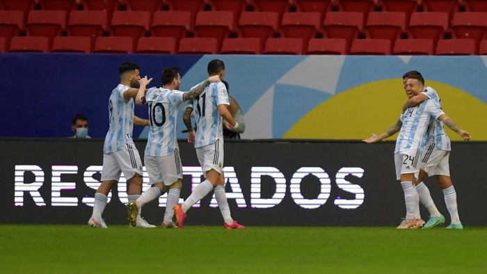 BRASILIA, BRAZIL - JUNE 21: Alejandro Gomez (R) of Argentina celebrates with teammates after scoring the first goal of his team during a group A match between Argentina and Paraguay as part of Conmebol Copa America Brazil 2021 at Mane Garrincha Stadium on June 21, 2021 in Brasilia, Brazil. (Photo by Pedro Vilela/Getty Images)