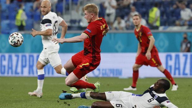 Belgium's Kevin De Bruyne. Left, is tackled by Finland's Glen Kamara during the Euro 2020 soccer championship group B match between Finland and Belgium at Saint Petersburg Stadium in St. Petersburg, Russia, Monday, June 21, 2021. (Anatoly Maltsev/Pool Photo via AP)