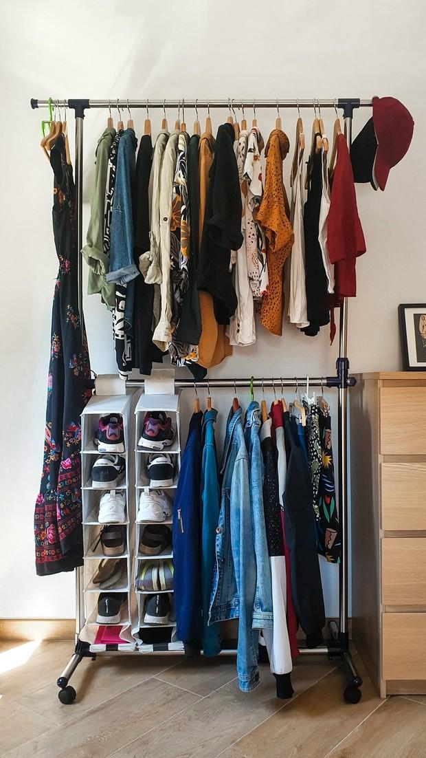 Pengertian capsule wardrobe.
