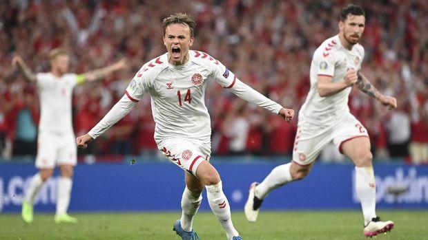 Denmark's Mikkel Damsgaard celebrates after scoring his side's opening goal during the Euro 2020 soccer championship group B match between Russia and Denmark at the Parken stadium in Copenhagen, Denmark, Monday, June 21, 2021. (Jonathan Nackstrand/Pool via AP)