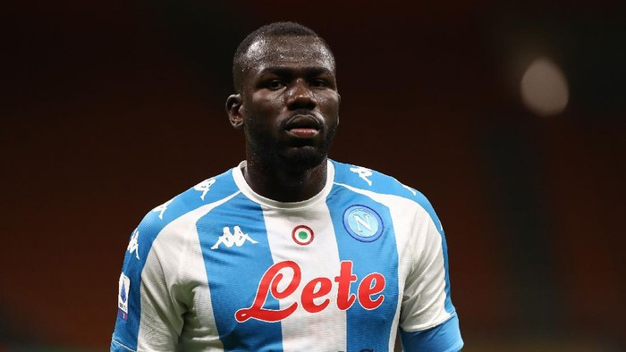 MILAN, ITALY - MARCH 14: Kalidou Koulibaly of SSC Napoli looks on during the Serie A match between AC Milan  and SSC Napoli at Stadio Giuseppe Meazza on March 14, 2021 in Milan, Italy. (Photo by Marco Luzzani/Getty Images)
