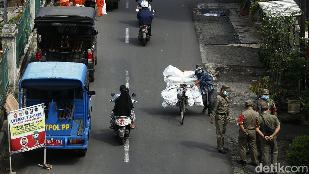 Kasus Corona RI Tembus 2 Juta, Jakarta Gencarkan Razia Masker