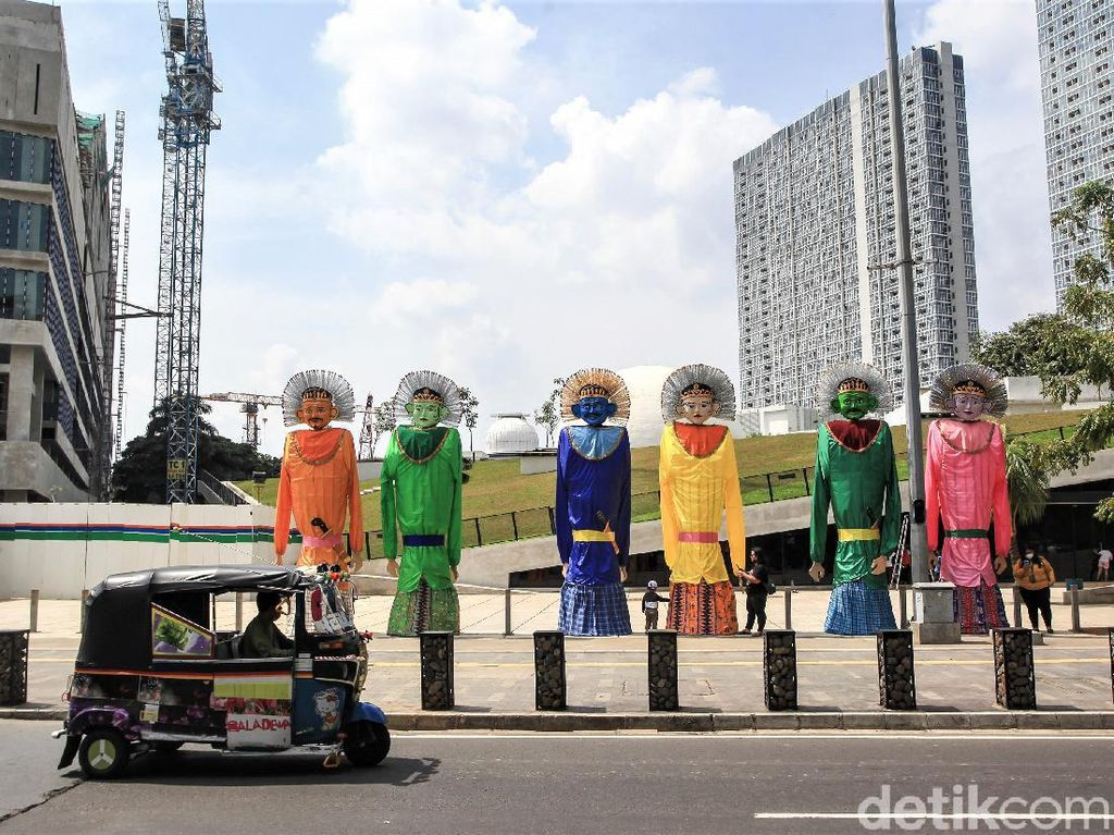 Ondel-ondel Raksasa Ramaikan HUT DKI Jakarta ke-494