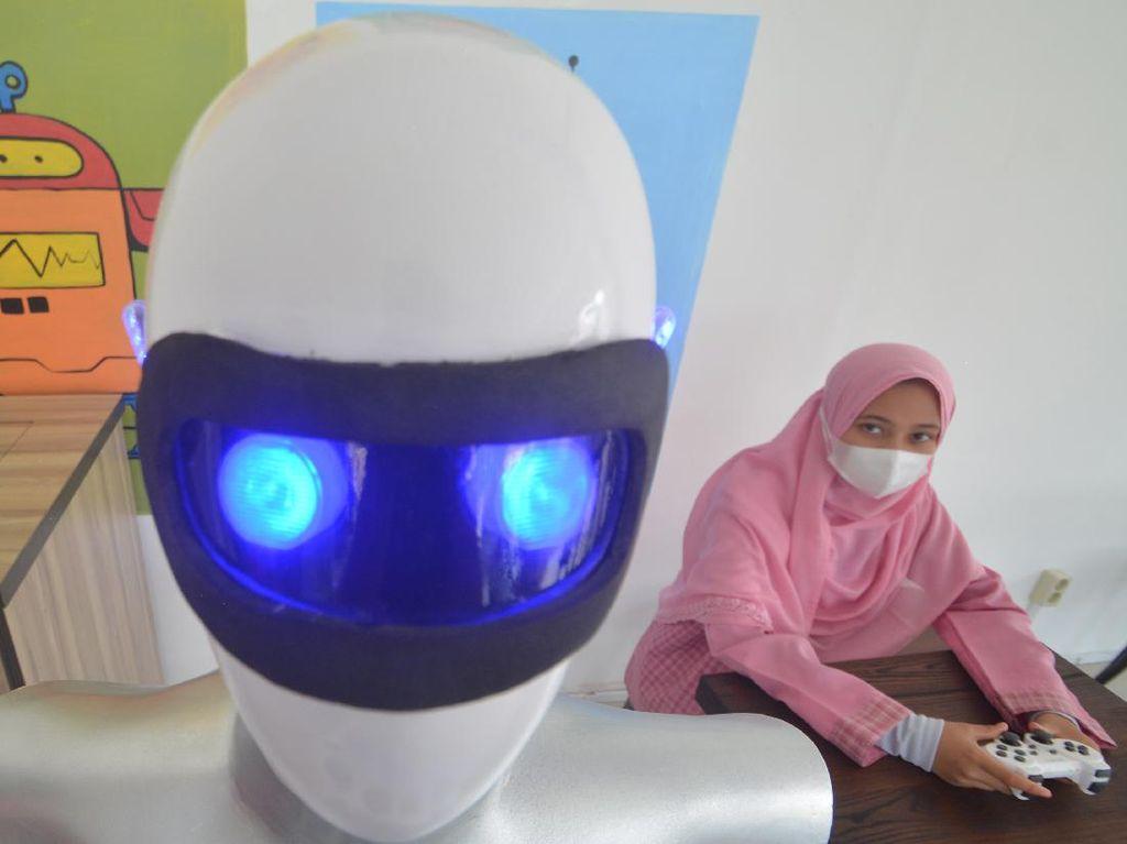 Robot Sabai dan Midun dari Santri Putri